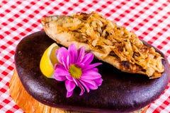 Crucian frit à l'oignon Photos stock