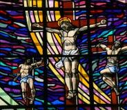 Crucificação de Jesus - vitral em Guimaraes Fotos de Stock