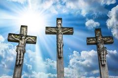 Crucificação Jesus Christ Crucifixion de Jesus Christ e dos dois ladrões fotografia de stock royalty free