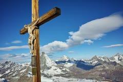 Crucificação no paraíso da geleira de Matterhorn perto do pico de Matterhorn, cumes Foto de Stock Royalty Free