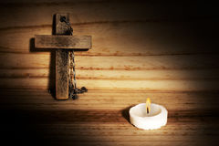 Crucifijo de madera Royaltyfri Bild