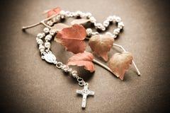 Crucifijo del rosario Imágenes de archivo libres de regalías