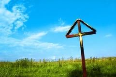 Crucifijo en campo Fotos de archivo libres de regalías