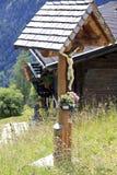Crucifijo a lo largo del camino en Apriach, Austria Fotografía de archivo libre de regalías