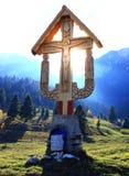Crucifix στη μέση των βουνών Στοκ Φωτογραφία