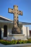 Crucifix τσιμέντου έξω από τον κήπο Στοκ Φωτογραφίες