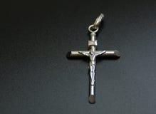 Crucifix de prata Fotos de Stock