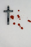 Crucifix et sang Photos stock