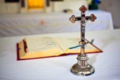 Crucifix oxidado velho Fotografia de Stock