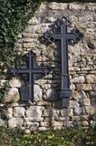 Crucifix sur le mur photos libres de droits