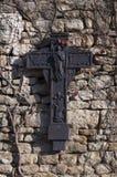 Crucifix sur le mur image stock