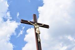 Crucifixión cerca de la iglesia de los apóstoles Juan y Paul del santo Foto de archivo libre de regalías