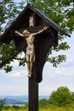 crucifixo de jesus no wayside fotos de stock royalty free