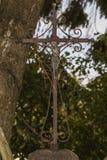 Crucifixo oxidado velho com Jesus Christ fotos de stock