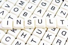 Crucigrama de la palabra del texto del insulto Fondo de la textura del juego de los bloques de la letra del alfabeto Fotos de archivo libres de regalías