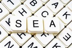 Crucigrama de la palabra del texto del mar Fondo de la textura del juego de los bloques de la letra del alfabeto Imagenes de archivo