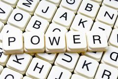 Crucigrama de la palabra del texto del poder Fondo de la textura del juego de los bloques de la letra del alfabeto Imagenes de archivo
