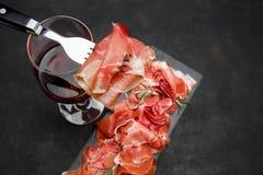 Crudo italien de prosciutto ou verre espagnol d'anw de jamon de vin Images libres de droits