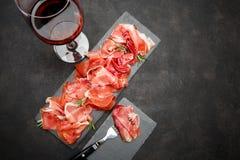 Crudo italien de prosciutto ou verre espagnol d'anw de jamon de vin Photos libres de droits