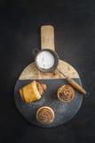 Cruffins cuits au four frais Images libres de droits