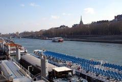 Cruis de rivière de Sein, pont de Pont Alexandre III, Paris, France Photographie stock