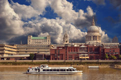 Cruise boat in front of st paul's cathedral Royalty Free Stock Image