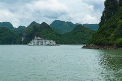 Cruise boat in Halong Bay Royalty Free Stock Photos