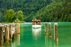 Cruise boat on the lake Royalty Free Stock Photography