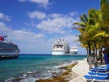 Cruise en strand stock afbeeldingen