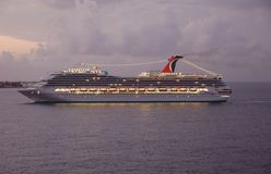 cruise lights night port ship view Στοκ φωτογραφία με δικαίωμα ελεύθερης χρήσης