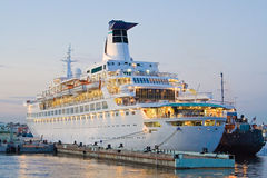 Cruise liner in port Royalty Free Stock Photos