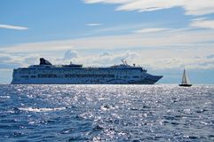 Cruise liner and a small yacht Royalty Free Stock Photos