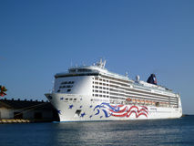 Cruise ship docked in Honolulu Harbor Royalty Free Stock Photos