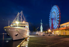 Cruise ship and Ferris wheel of Kobe Stock Photography