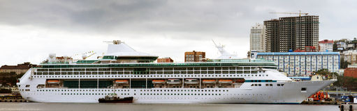 Cruise ship in the harbor Royalty Free Stock Photos