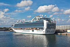 Cruise ship in the harbor Royalty Free Stock Images