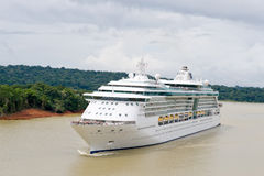 Free Cruise Ship In Panama Canal Royalty Free Stock Photos - 8084038