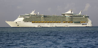 Cruise ship - RCI Oasis of the Seas in Belize Royalty Free Stock Images