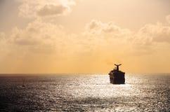 Cruise ship sailing into sunset. And horizon Royalty Free Stock Photos