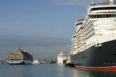 Cruise ships and containers Royalty Free Stock Photography