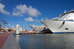 Cruise ships in port. Waiting for vacationers Stock Images