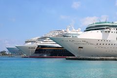 Cruise ships in the port Royalty Free Stock Photography