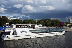 A cruise yacht sails on the Moscow river Stock Photography