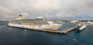 Cruiseboot in Cozumel, thuishaven in Mexico Royalty-vrije Stock Afbeelding