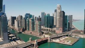 Cruisegezicht die Schippassen zien onder de Aandrijving Chicago van de Meerkust stock video
