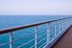 Cruiseomheining door venster Royalty-vrije Stock Foto's