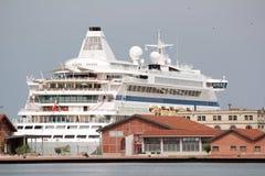 Free Cruiser Ship Royalty Free Stock Photo - 32024185