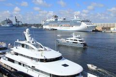 Cruiseschepen royalty-vrije stock afbeeldingen