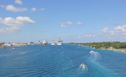 Cruiseschepen bij haven Stock Afbeelding