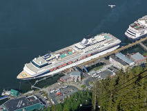 Cruiseschepen bij Juneau-Haven, Alaska Royalty-vrije Stock Afbeelding
